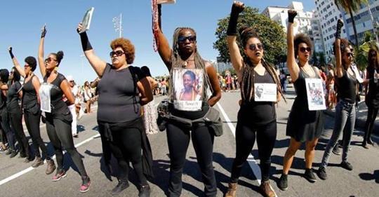 Do parto à morte: como as mulheres negras enfrentam vida de violações
